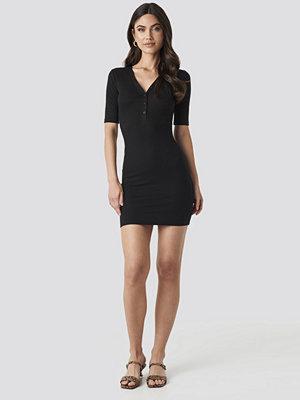 NA-KD Ribbed Short Sleeve Dress svart