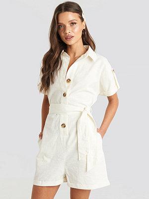Jumpsuits & playsuits - NA-KD Linen Look Buttoned Playsuit vit