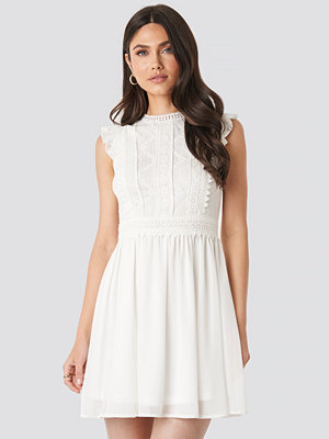 NA-KD Boho Lace Anglaise Mini Dress vit