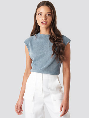 NA-KD High Neck Pleated Top blå
