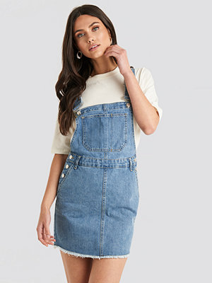 NA-KD Denim Dungaree Dress blå