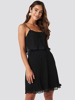 Trendyol Pleated Mini Dress svart