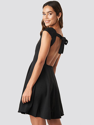 Trendyol Low Back Detailed Mini Dress svart