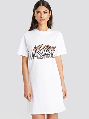 Karo Kauer x NA-KD Keepin It T-shirt Dress vit