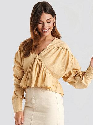 NA-KD Trend Big Sleeve Dobby Blouse beige