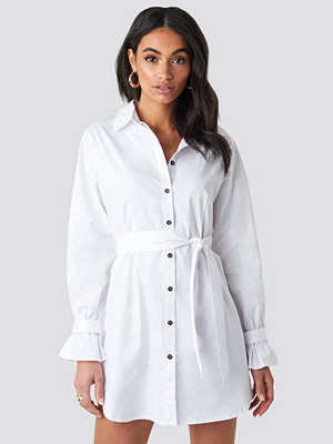 Hoss x NA-KD Belted Shirt Dress vit