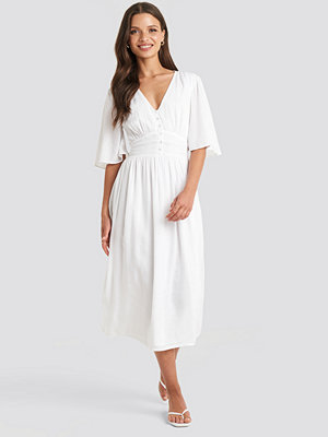 Julia Wieniawa x NA-KD Marked Waist Wide Sleeve Midi Dress vit