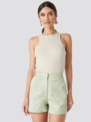 NA-KD High Waist Shorts grön