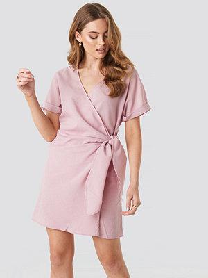 NA-KD Overlap Knot Mini Dress rosa