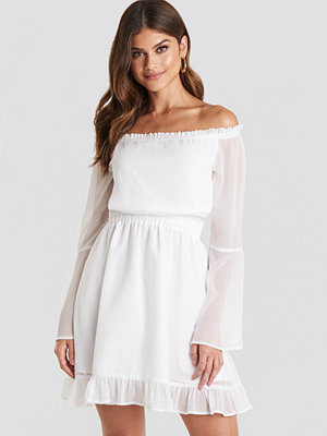 Paulinye x NA-KD Off Shoulder Mini Dress vit