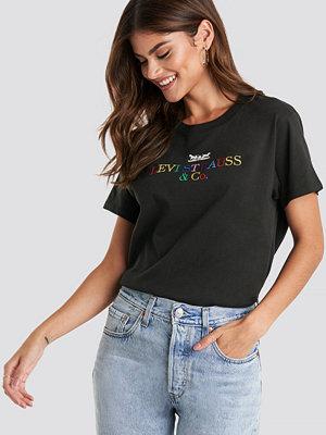 Levi's Graphic Varsity 90S Tee svart