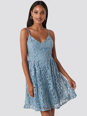 NA-KD Boho Lace Strap Mini Dress blå