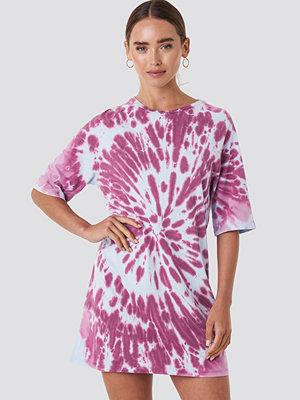 NA-KD Oversized Tie Dye T-shirt Dress lila