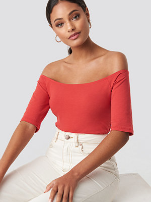 NA-KD Basic Short Sleeve Off Shoulder Top röd
