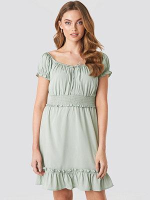 NA-KD Boho Puff Sleeve Mini Flounce Dress grön