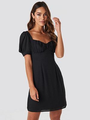 NA-KD Boho Bust Puff Sleeve Mini Dress svart