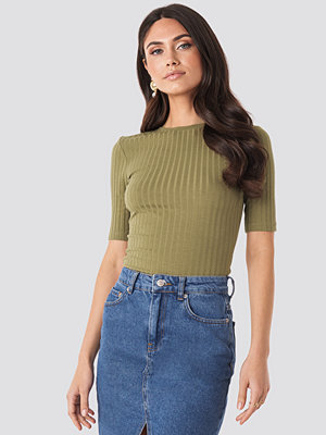 NA-KD Trend High Round Neck Ribbed Tee grön