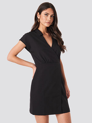 Trendyol Double Breasted Collar Dress svart