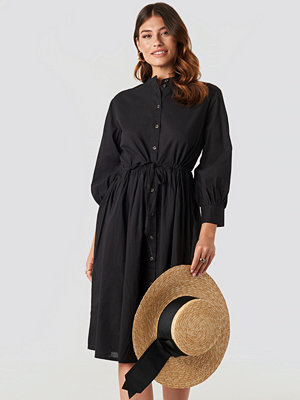 NA-KD Boho Drawstring Buttoned Shirt Dress svart