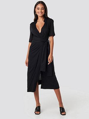 NA-KD Wrap Jersey Midi Dress svart