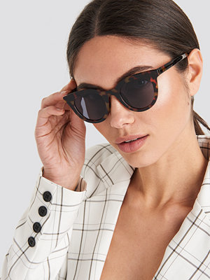 Solglasögon - NA-KD Accessories Rounded Top Edge Sunglasses brun