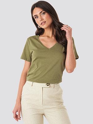 NA-KD Basic V-neck Tee grön