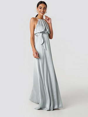 Trendyol Belt Detail Evening Dress grå silver
