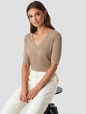 NA-KD Trend Light Knit V Front Sweater beige