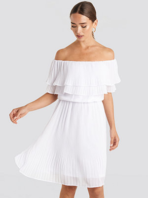 NA-KD Double Tier Off Shoulder Dress vit