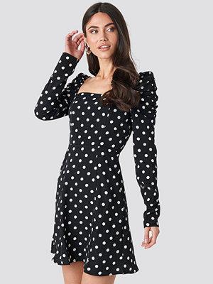 NA-KD Gathered Puff Sleeve Mini Dress svart