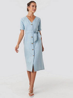NA-KD Belted Puff Sleeve Midi Dress blå