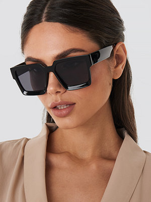 Solglasögon - NA-KD Accessories Big Squared Edge Sunglasses svart