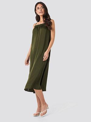 Trendyol Collar Detailed Midi Dress grön