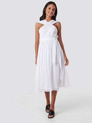 NA-KD Party Wide Strap Halter Neck Midi Dress vit