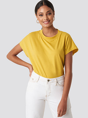 NA-KD Basic Round Neck Cap Sleeve T-Shirt gul