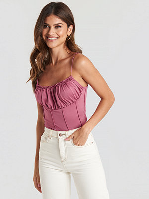 NA-KD Party Exposed Seam Cami Top rosa