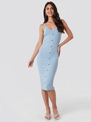 Festklänningar - NA-KD Button Up Ribbed Midi Dress blå