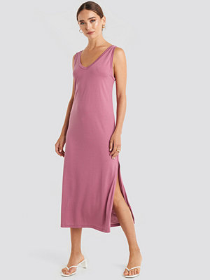 NA-KD Sleeveless Jersey Midi Dress rosa