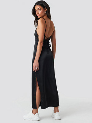 Hoss x NA-KD Side Slit Midi Dress svart