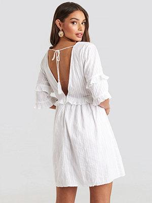 NA-KD Boho Open Back Ruffle Sleeve Mini Dress vit