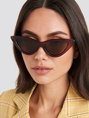 Solglasögon - NA-KD Accessories Pointy Cat Eye Sunglasses brun