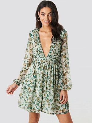 Festklänningar - NA-KD Boho Plunge V-Neck Mini Dress grön