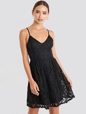 NA-KD Boho Lace Strap Mini Dress svart