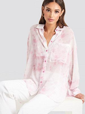NA-KD Tie Dye Oversized Shirt rosa vit