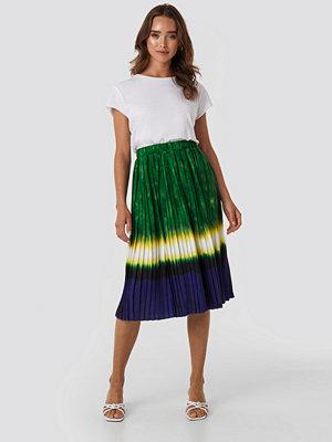 NA-KD Trend Tie Dye Print Pleated Midi Skirt grön