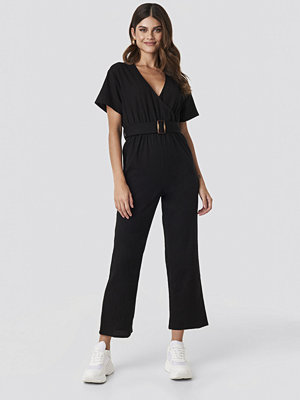 Hannalicious x NA-KD Overlapped Belted Linen Look Jumpsuit svart