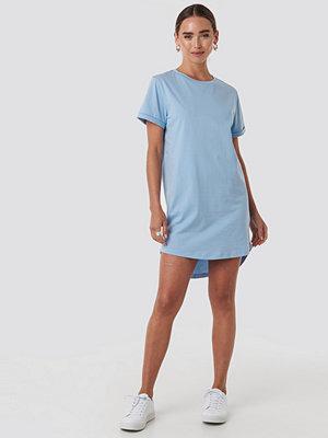 NA-KD Uneven Hem Oversized T-shirt Dress blå