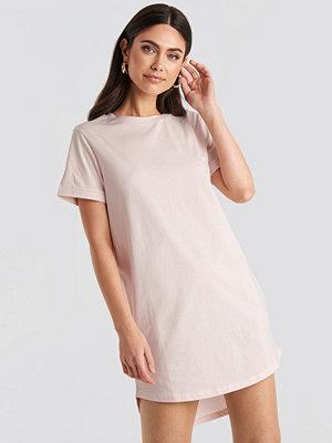 NA-KD Uneven Hem Oversized T-shirt Dress rosa