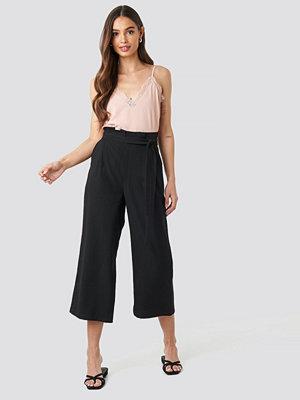 NA-KD svarta byxor Paperwaist Self-Tie Pant svart