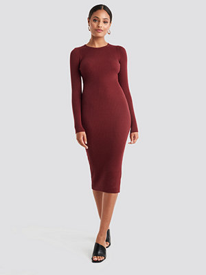NA-KD Ribbed Knitted Midi Dress röd